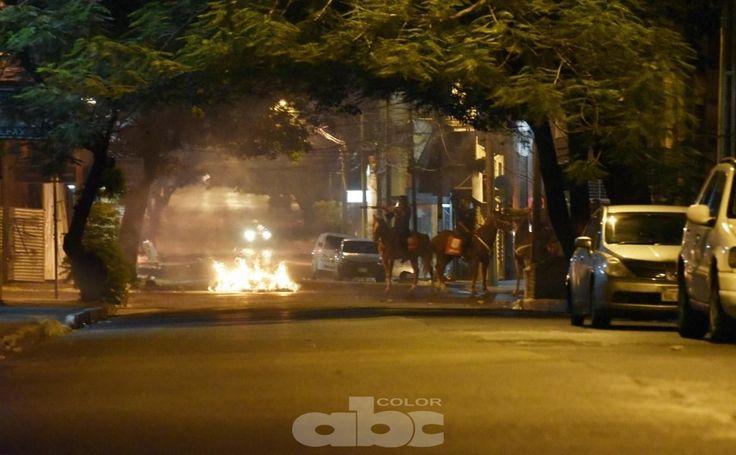 Imágenes de la noche del viernes y madrugada del sábado - Fotos - ABC Color