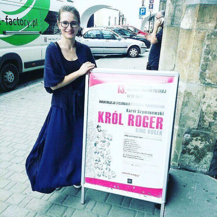 Opera Wrocławska wpadła na chwilę do Krakowa 13. Festiwal Muzyki Polskiej godnie zainaugurowany! __________________________ #skrzypaczka | #musicianlife | #musicaclassica | #classicalmusic | #festiwalmuzykipolskiej | #krakow | #musiclove | #poster | #polishblogger | #polskablogerka | #opera | #orkiestra | #orchestra | #performance | #longskirt