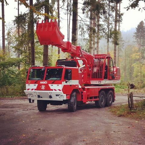 TATRA FORCE #tatra #tatratrucks #force #uds #truck #offroad #6x6 #firefighting #fireman #fire #fighter #hasici #redbeauty #csm #tisovec #hzs #hlucin #forrest #multipurpose #telescopic #excavator