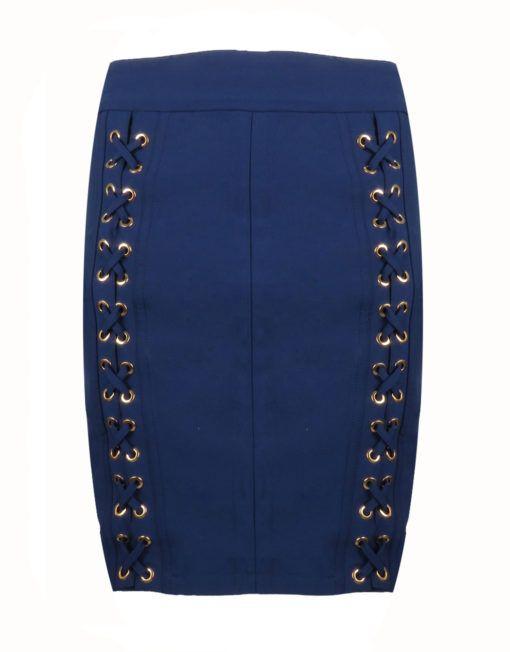 West Rok Blauw Goldie-Estelle    Nauwsluitende rok met elastiek in de taille. De voorzijde is versierd met veters die door gouden ogen zijn geregen. De rok is high-waist te dragen en valt dan boven de knieën. Hij sluit achter met een gouden rits.