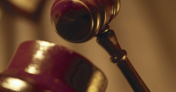 """¿Cómo defenderse de una acusación falsa?. Una acusación se define como """"la aserción, afirmación, declaración o aclamación de una parte en una acción, estableciendo lo que él o ella espera demostrar"""". Por lo tanto, las falsas acusaciones pueden hacerse en el contexto de la ley civil y la ley penal. Para la acusaciones penales falsas, el acusado debe entablar una defensa contra el fiscal, ..."""