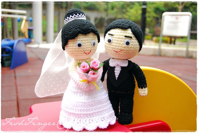 Crochet Wedding Couple 手鉤結婚公仔 by Fish Finger Craft, via Flickr