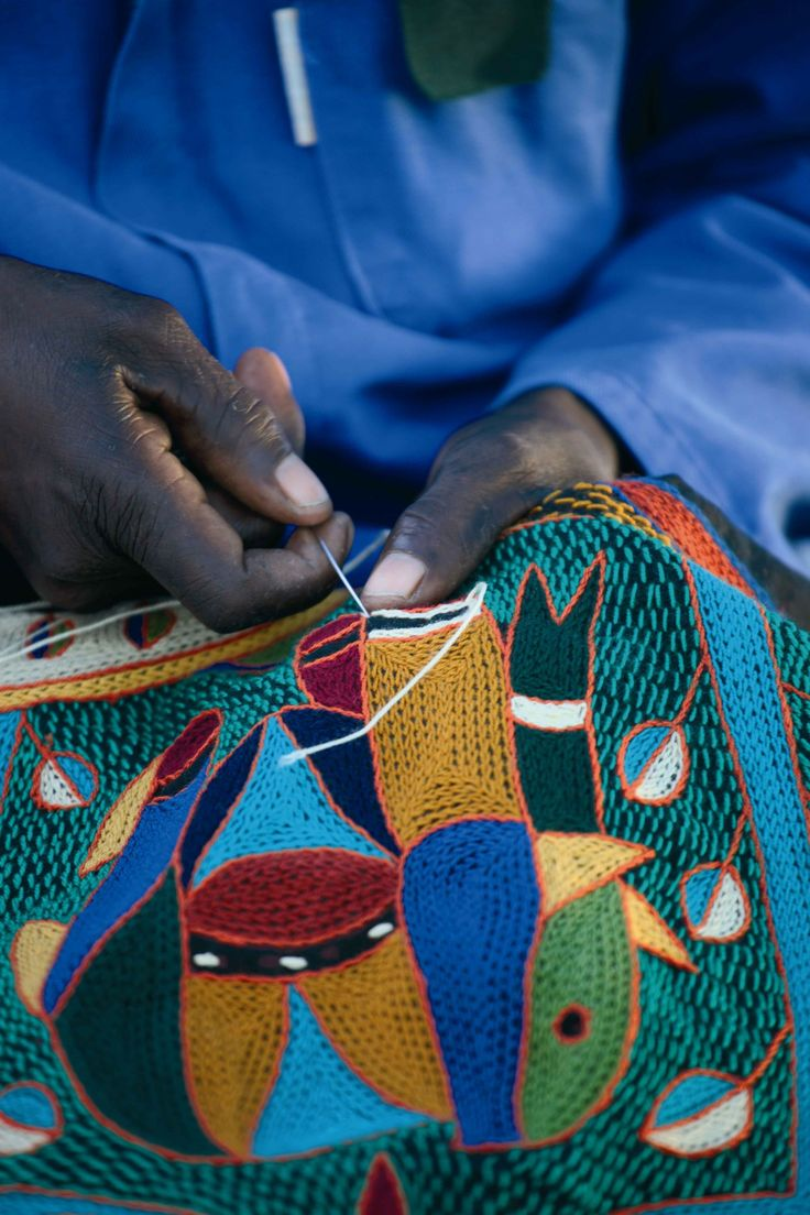 Kaross, a fantastic embroidery group, is featured in HAND/EYE's 09/South Africa issue.  www.handeyemagazine.com/buy