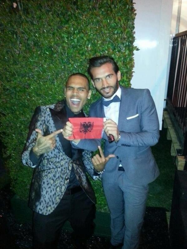 Ludovik Tunaj with Chris Brown and the albanian flag