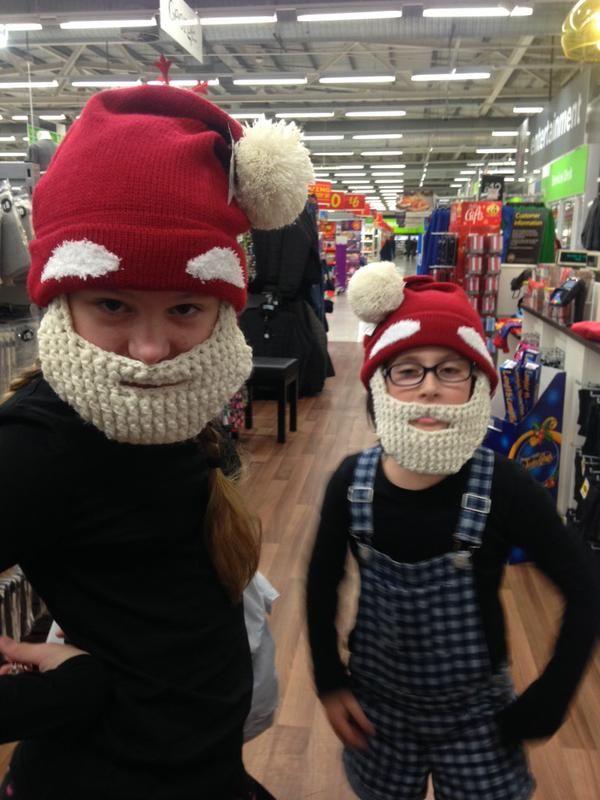 @inchhighpaul: @asda #ChristmasIsForSharing #elves #lovingLife #LovingCambridge #santaslittlehelpers #Beardshowoff #asda http://t.co/pmk3KvnLzZ