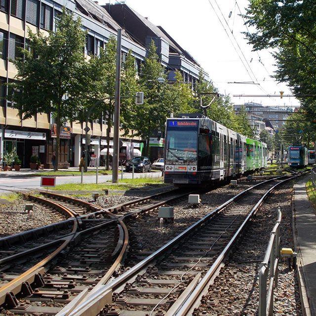 #düwag #duewag #m8d der #mobiel am #bielefeld'er Rathaus. #stadtbahn #bielefeld  Mit dabei war @humphry2608  #eisenbahnbilder  #eisenbahnepoche  #eisenbahnfieber  #eisenbahnfotografie  #rsa_theyards  #pocket_rail  #heyfred_lookatthis  #trb_express  #train_nerds  #trainphotographics  #trains_worldwide  #railways_of_our_world  #railways_of_germany #best_of_trainspotting #daily_crossing by transportspotter_nrw