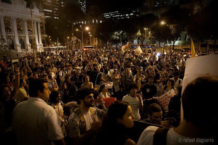"""Está marcada para a próxima quinta, dia 13, às 17h, na Cinelândia, a quarta manifestação organizada pelo movimento """"Pare o aumento das passagens"""", contra o aumento das passagens de ônibus que, no dia 1º de junho, passaram de R$ 2,75 para R$ 2,95. Os manifestantes reclamam das péssimas condições de conforto e segurança oferecidas pelos...<br /><a class=""""more-link"""" href=""""https://catracalivre.com.br/rio/cidadania/gratis/cariocas-se-mobilizam-contra-aumento-de-passagens/"""">Continue lendo »</a>"""