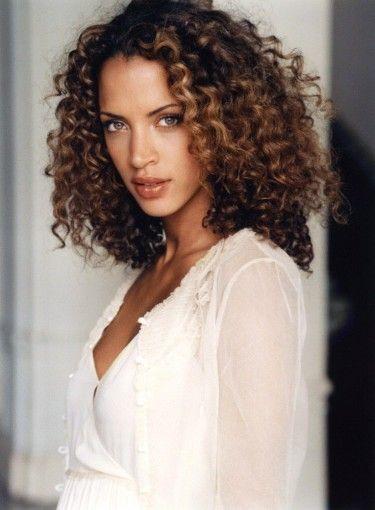 Noemie Lenoir. Highlights. Hairstyle.