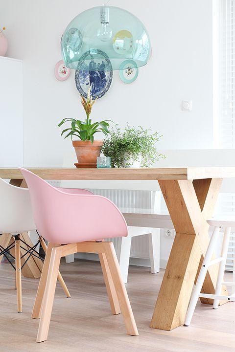 25 beste ideen over Roze stoelen op Pinterest  Roze
