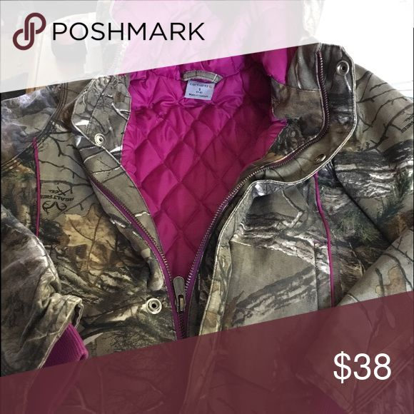 GIRLS carhartt camo jacket 7/8 Girls practically brand new camo carhartt jacket. Great condition Carhartt Jackets & Coats Utility Jackets