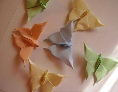Un Tutorial completamente visuale per realizzare una farfalla origami.