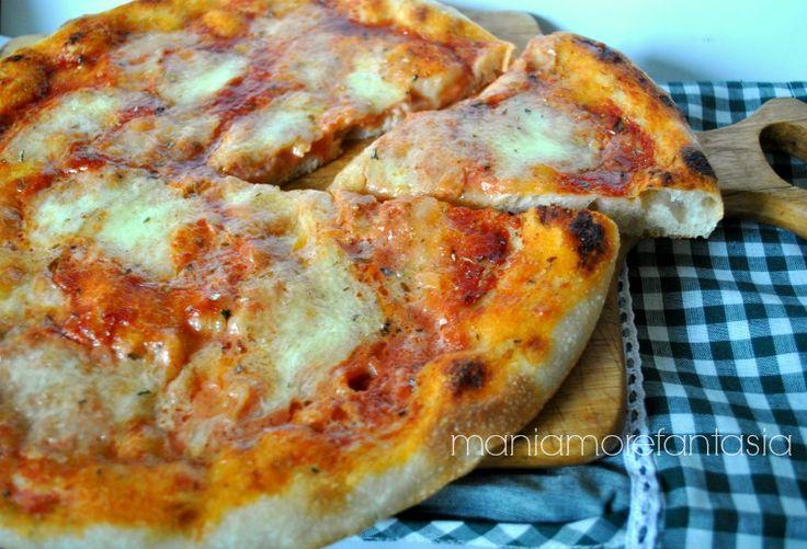L'impasto per la pizza con lievito madre, rende la pizza molto più digeribile, niente più gonfiori e sete post-pizza. Provateci anche voi. Cliccate sul link