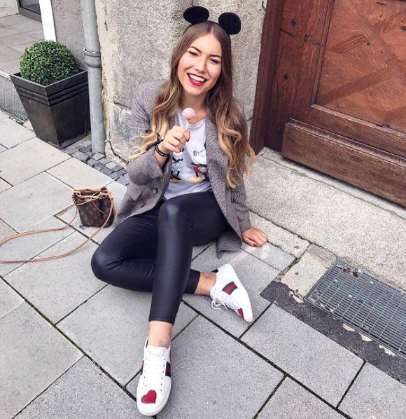 """""""Die süßeste Mickey Mouse Münchens""""  Bloggerin @youcantellanybody hatte einen riesen Spaß auf unserem Codello-Disney Event <3  #disneyXcodello #codello #disney #mickeymouse"""