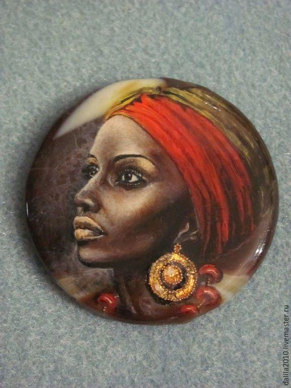 """Купить """"На встречу свету"""" - разноцветный, коричневый, красный, золотой, африка, свет, негритянка"""