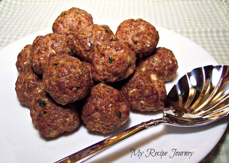 Sound the trumpets because Im finally posting my go to recipe for meatballs! This is an old...