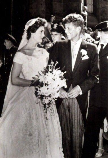 Jacqueline Bouvier married John F Kennedy in 1953.Fashion Gallery, 1953 Jacqueline, Design Anne, Royalty Jacqueline Bouvier, Bouvier Married, Beautiful Couples, John, Fashion Designers, Anne Low