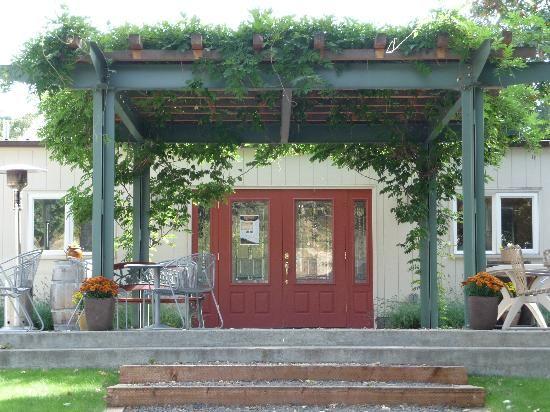 Grizzly Peak Tasting Room--Ashland, Oregon Amazing wines--amazing location!