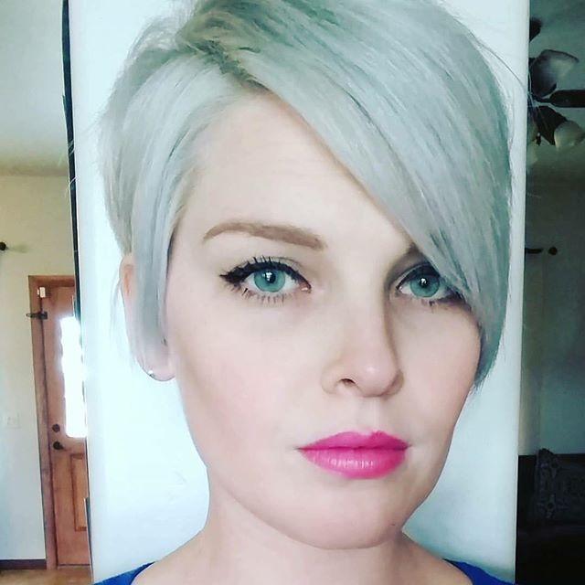 Zilver haar is helemaal 2016! Durf jij het aan? 12 korte kapsels met een zilveren kleur die het proberen waard zijn!