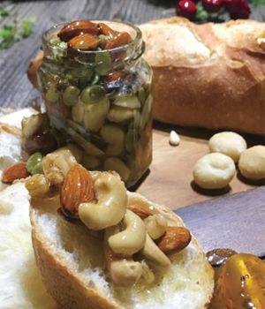 「ナッツのはちみつ漬け」含まれるナッツの種類は落花生、カシューナッツ、アーモンド、カボチャの種