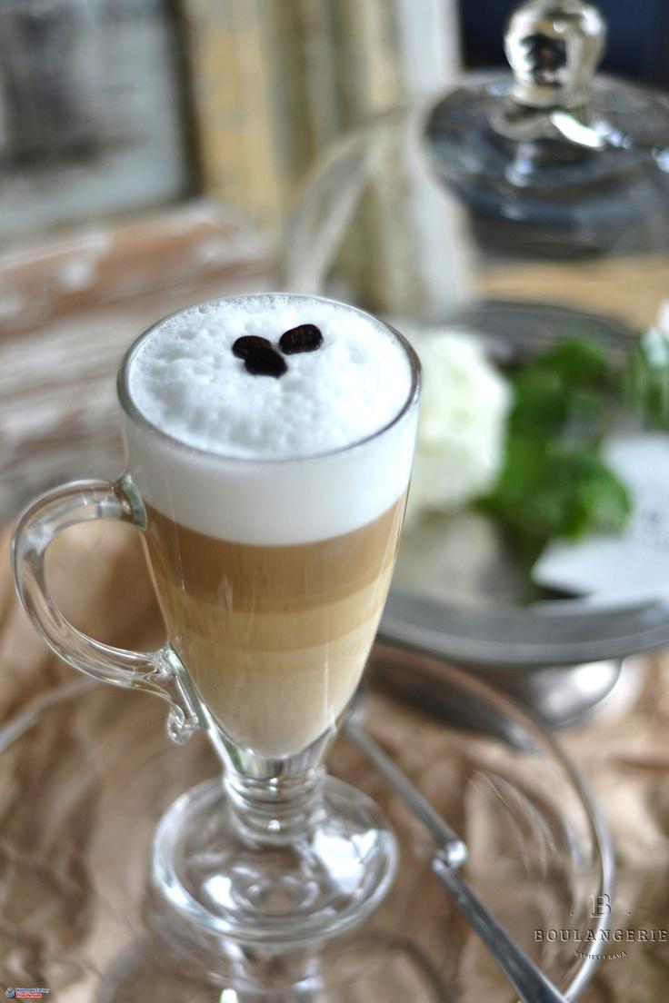 Latte Macchiato - napój mleczny z espresso i gorącego mleka, pokryty warstwą mlecznej pianki. 7 zł