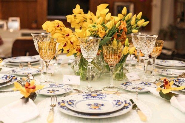 mesa de jantar em tons de amarelo (Foto: Michele Moll)