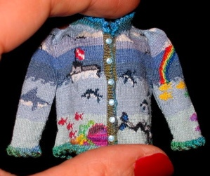 miniature knitting by Althea Crome of http://www.bugknits.com/