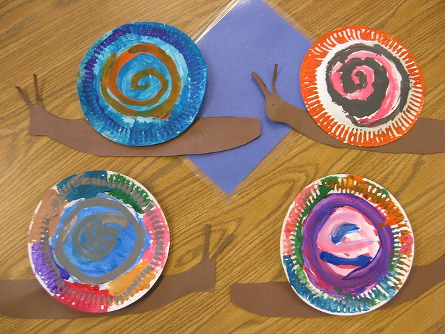 paper snails! would like to use cupcake liners for the snailhouse