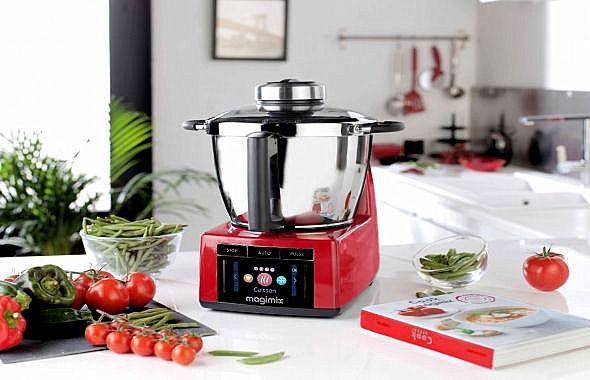 Qu'importe les clichés, ces Mesdames sont toujours heureuses de recevoir des robots ménagers facilitant leur quotidien, surtout quand il s'agit du #CookExpert de #Magimix ! Ce robot cuisine comme un chef et se charge de tout : de la préparation des plats jusqu'à leur cuisson et ce, en un temps record : Le Cook Expert est l'un des robots cuiseurs les plus complets au monde. Et pendant qu'il œuvrera, votre maman pourra en profiter pour se faire couler un bon bain chaud...  Prix : 1200 euros
