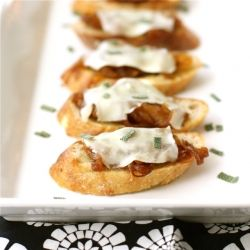 Crostini with Caramelized Onion, Melted Cheese & Sage - It's weekend party food!: Canapes, Balsamic Caramelized, Crostini, Cheese Sage, Melted Cheese, Appetizer, Sage Recipe