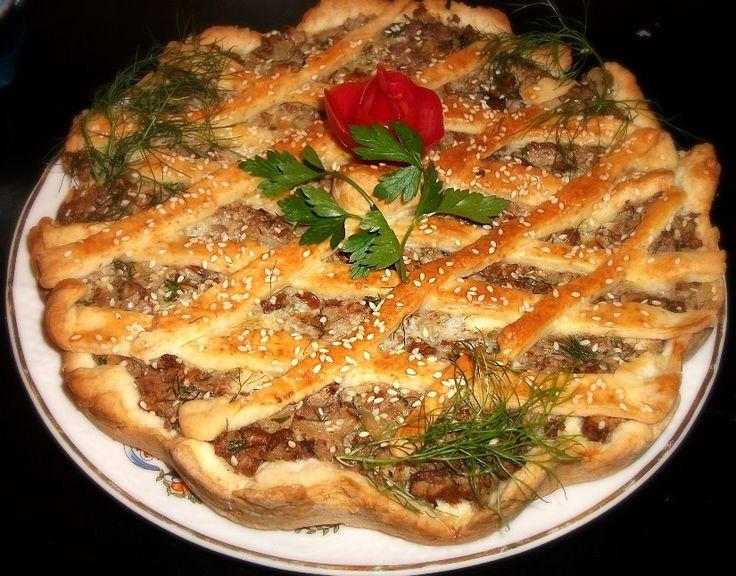 Reteta culinara Tarta cu carne si ciuperci din categoria Aperitive / Garnituri. Cum sa faci Tarta cu carne si ciuperci