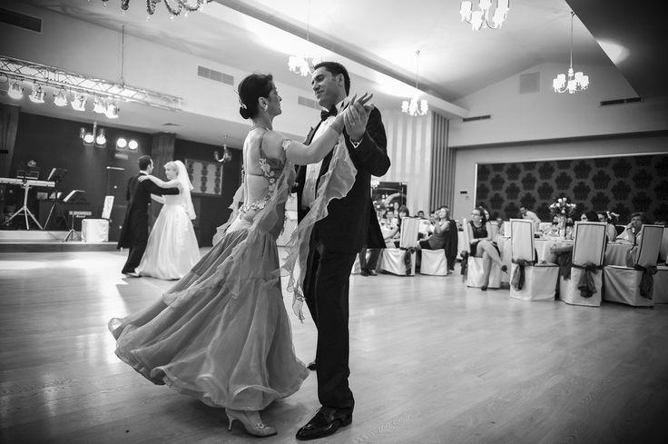 Cursuri dansul mirilor http://www.lotusdance.ro/cursuri-de-dans-pentru-nunta/