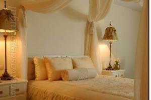 Hotel Moliceiro. Charmoso, romântico e familiar. O Hotel Moliceiro irradia uma atmosfera de conforto requintado em cada um dos seus quartos. Hotel de 4 estrelas com 4 ...