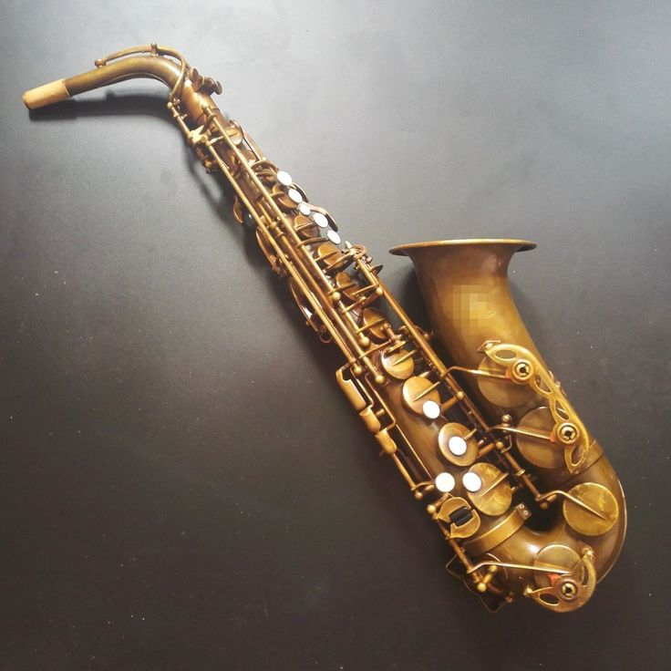 retro style surface. no high F# key, professional alto saxophone. price is USD340-500 whatsapp/wechat: +86-15254333733 Email: xymusicproducer@163.com xingyuetrading@163.com