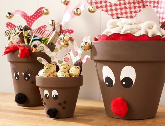 Build this clay pot deer family with your kids in preparation for the holidays. #Christmas