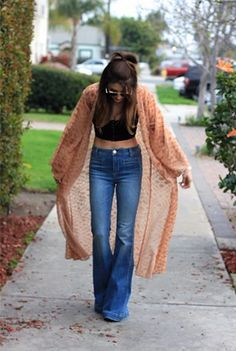 Flared jeans - outfit inspiration.