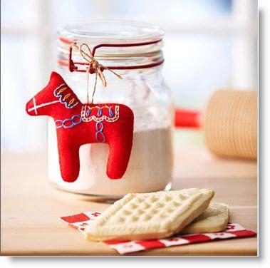 Felt Dala Horse Christmas Ornament - Free Pattern and Tutorial  ( general idea.. fill mason gar with horse treats? Peppermints?)
