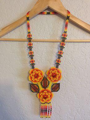 Beautiful Mexican Huichol Necklace Handmade Flowers por OjoDeVenado