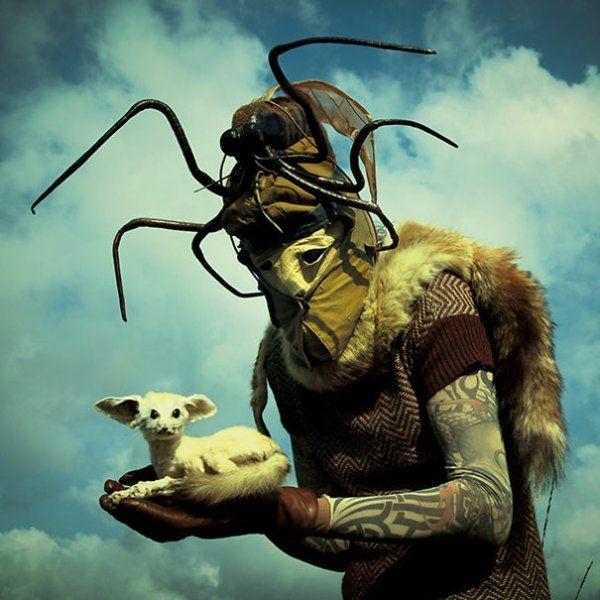 Surrealismus Bilder und Merkmale insekten maske