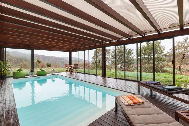 Casa muito confortável, rodeada de uma calma e agradável paisagem que lhe poderá proporcional uma calma estadia mas onde também ...