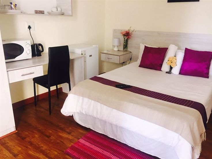 Newtondale Self Catering - Newtondale Self Catering is situated in Newton Park, a 10 minute drive from central Port Elizabeth. The modern and air-conditioned rooms at Newtondale include a flat-screen satellite TV and a kitchenette, ... #weekendgetaways #portelizabeth #sunshinecoast #southafrica