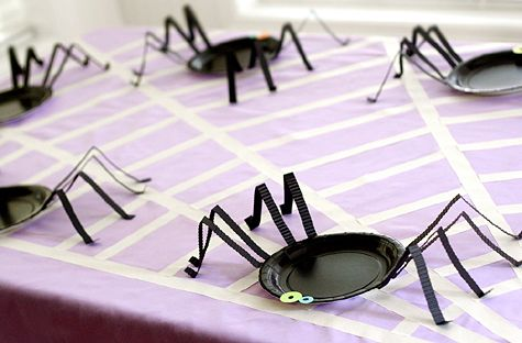 Silly Spider Plates! Plus- the painted butcher paper tablecloth to mimic a spiderweb is pretty cute 'n clever!: Diy Ideas, Crafts Ideas, Kids Halloween Parties, Halloween Parties Ideas, Diy Gifts, Spiders Plates, Parties Plates, Halloween Plates, Paper Plates