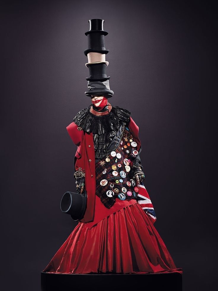 Be Yourself, Everyone Else is Already Taken: The World Of Daniel Lismore, http://photovide.com/daniel-lismore-haute-couture/