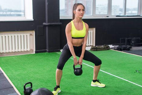 S kettlebellem můžete cvičit i doma. K dostání je spousta typů zátěží; Undrey, Shutterstock.com