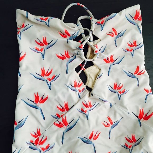 Acacia one piece 10/10 condition Acacia Bronx one piece in bird of paradise. Prefer to sell on Mèrcari app not poshmark. acacia swimwear Swim One Pieces