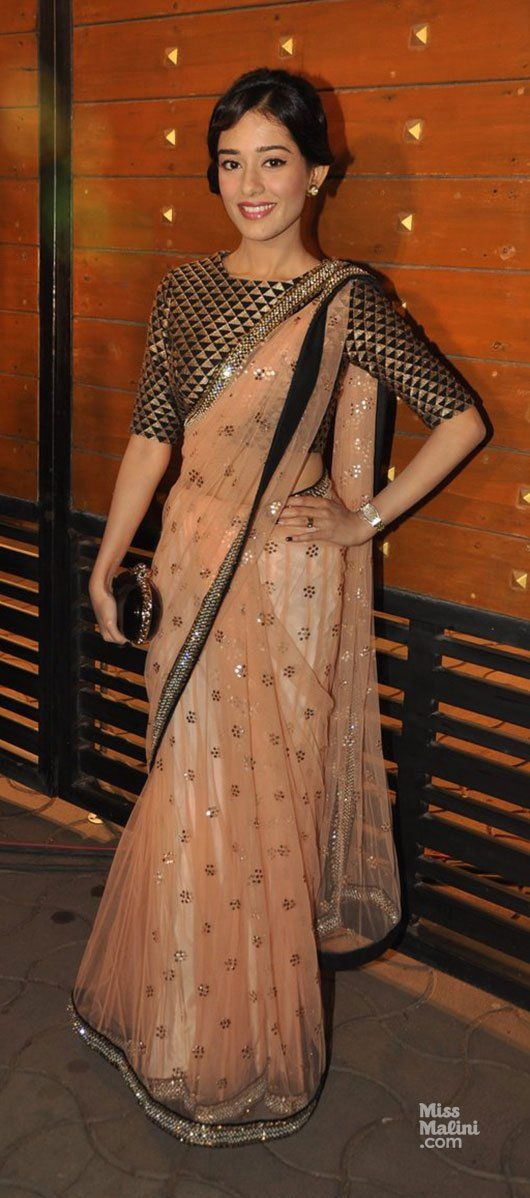 so pretty: actor @AmritaRao in peachy #Saree, patterned Blouse