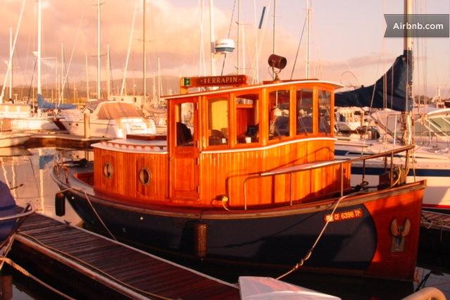 Auch dieses Boot kann man bei Airbnb mieten!