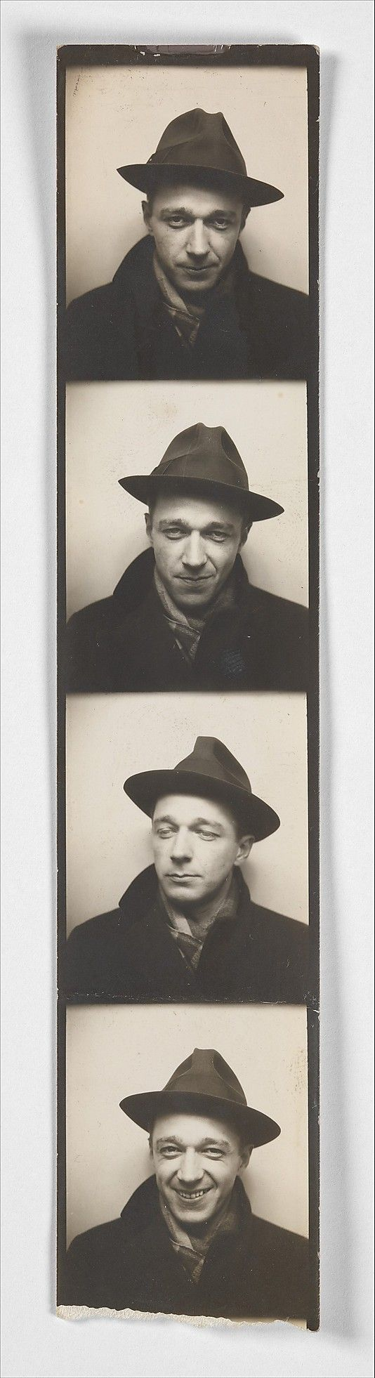[Self-Portrait in Automated Photobooth] Walker Evans.... logró cambiar mi forma de ver!