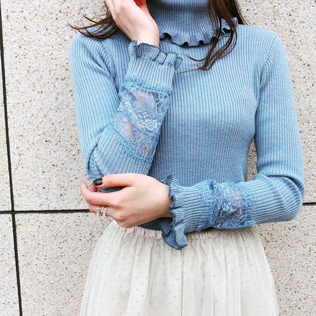 今週12月2日入荷予定商品 lace rib knit ¥12,000+tax  袖のlaceと首元のフリルがポイント♀️ ホワイト、ブラックのベーシックカラーもございます‼︎ #deicy #mecouture #deicypress #pr #ribknit#blue #white #black #lace#frill #newarrival