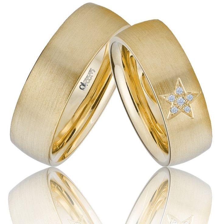 """""""Tu esti steaua mea norocoasa!"""" echivalentul lui """"Te iubesc!"""". Steluta gravata pe verigheta doamnei impreuna cu cele 5 diamante stralucitoare sunt combinatia ideala pentu perechea de verighete Atcom. #verigheteatcom"""