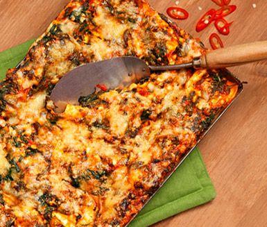 Supersmaskig, helt vegetarisk lasagne med chili, keso och bladspenat. Enkel och snabb att laga, perfekt som middagsmat i veckan och som matlåda dagen därpå.